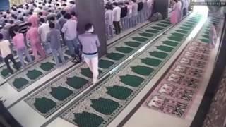 IBLIS Memeprlihatkan Wujud Aslinya Didalam Masjid HD