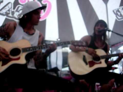 Pierce The Veil- She Makes Dirty Words Sound Pretty Warped Tour 2010 Boston