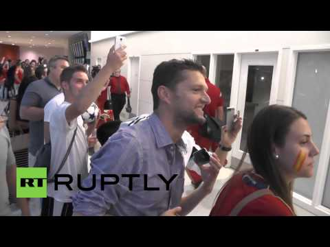 USA: Fans welcome World Cup champions Spain