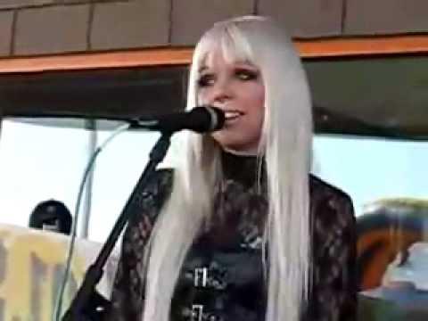 Kerli Walking On Air Live In Orem DOWNLOAD + Lyrics