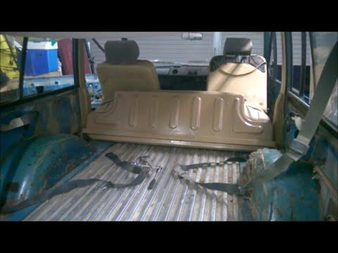 1977 Range Rover Classic 2 Door: Part 8 Boot Carpet Removal