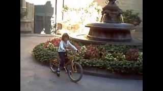 aprenent a anar amb bicicleta