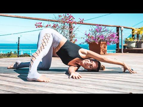 Yoga for Core Strength: 15 Minute Twist & Tone Yoga Class