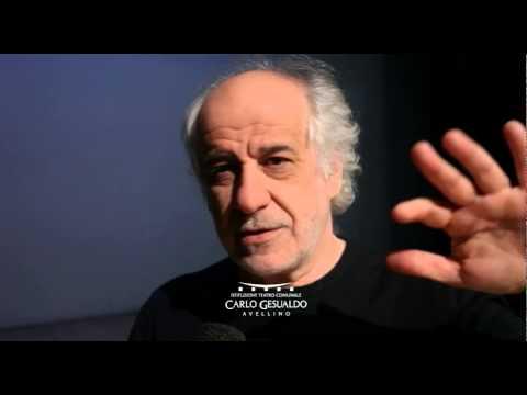 Dietro il sipario: Toni Servillo legge Napoli