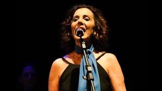 Cinthia Azevedo canta:  Romaria