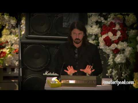 dave-grohl-at-lemmy's-funeral