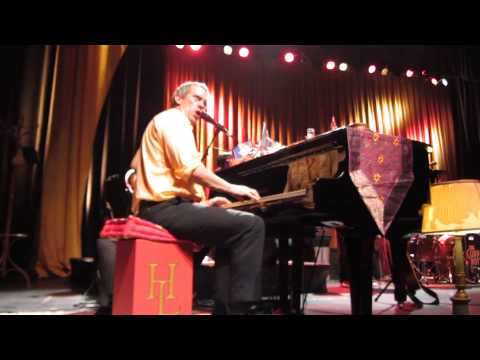 Hugh Laurie - Brussels 11.06.2013 - 17 - You Never Can Tell