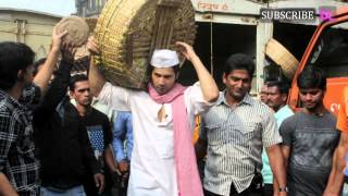 Mission Sapne: Varun Dhawan irks namkeen sellers at Crawford market