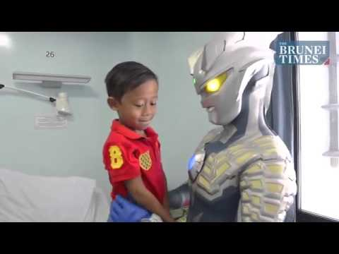 Ultraman brings cheer to children's ward
