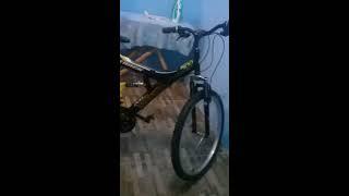 Colando novo adesivo na bike zika de chave de quebra
