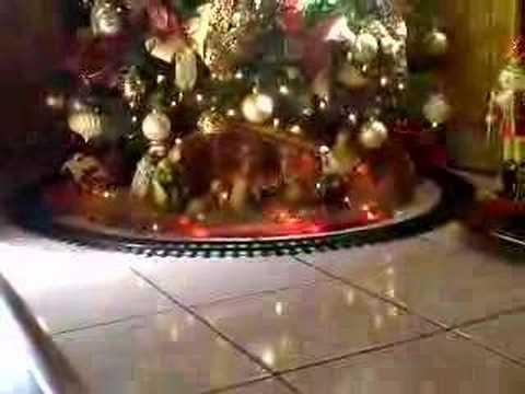Tren en arbol de de navidad youtube for Arbol de navidad mural