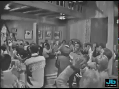 Frankie Valli and The Four Seasons - Walk Like Man