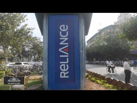 Reliance Communications Rolls Out Free National Roaming Offers - TOI