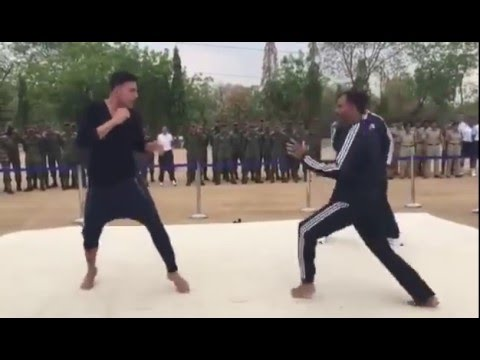 Akshay Kumar Real Karate Fight with IPS Officer in India: Must Watch
