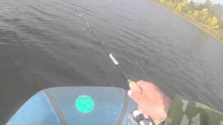 Ловля щуки на спиннинг осенью с лодки,видео rybachil.ru
