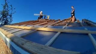 Постройка дома, как правильно сделать крышу, Параизоляцию, обрешётку, отливы. (Серия №6)(В этом видео расскажу пошаговую информацию. как правильно сделать утеплённую крышу. Уложить утеплитель,..., 2016-10-19T14:56:01.000Z)