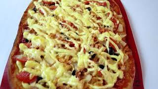 Обалденная домашняя пицца с двумя видами начинки . Рецепты Алины.
