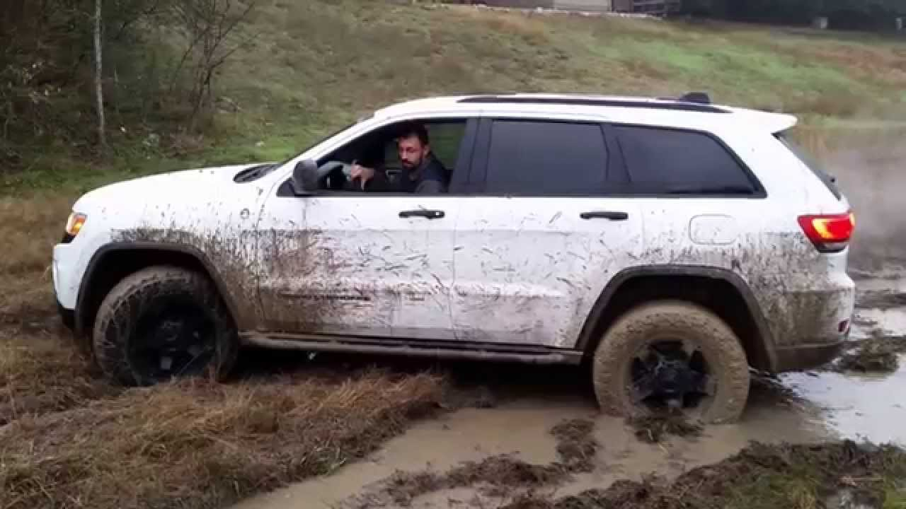 2014 jeep grand cherokee in the mud wk2 off roading. Black Bedroom Furniture Sets. Home Design Ideas