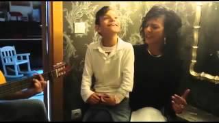 Adrian Martin cantando Que bonito de Rosario Flores