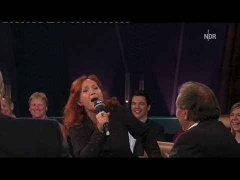 "Simone Kermes singt ""Biene Maja"" (NDR Talkshow)"