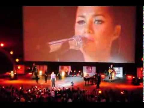 Leona Lewis Bleeding Love Live