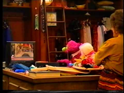 Sesame street humphrey and ingrid 39 s home movies youtube for Ingrid house