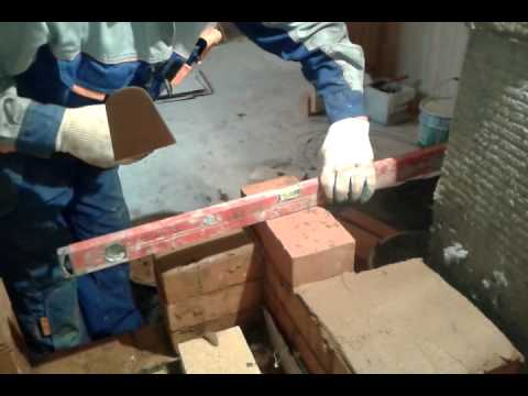 укладка глины на кирпичь