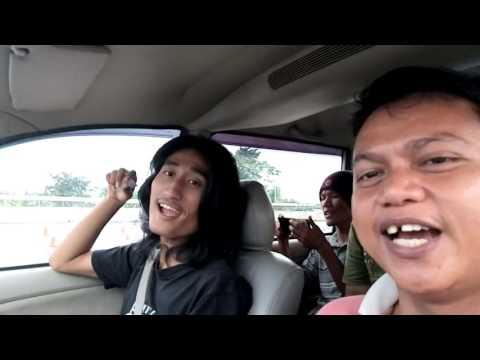 Perjalanan Rahasia  - Carpool karaoke Misteri ilahi ari lasso cover by AMB