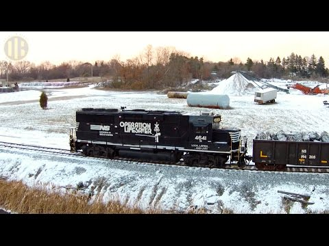 NS Freight Train Battles a Blizzard