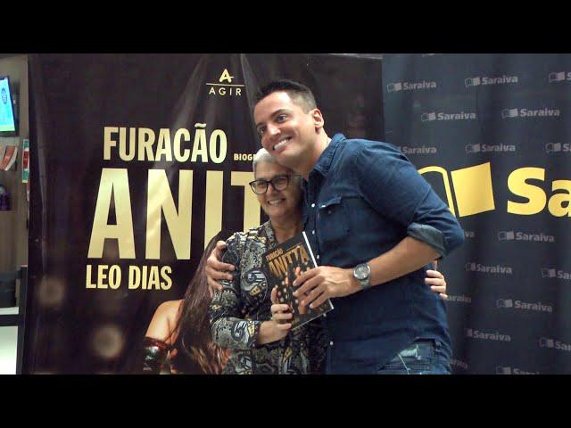 Léo Dias Lança Livro em RECIFE