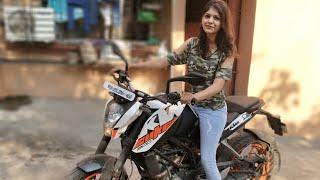 GIRL RIDING KTM DUKE 200 MUMBAI