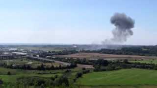 (衝撃映像)イギリスの航空ショーで旧式の戦闘機が墜落する瞬間