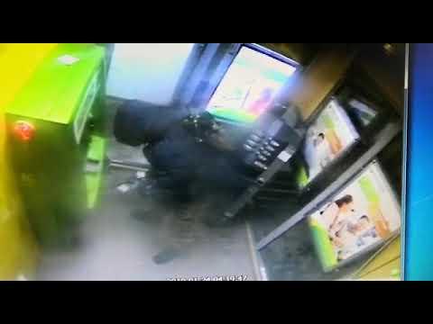 Неизвестный вскрыл банкомат в Северске