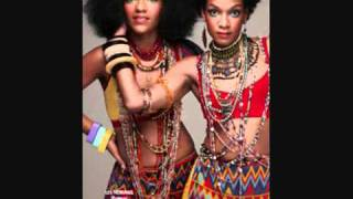 Watch Les Nubians Sourire video