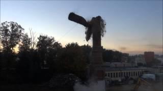 Rozbiórka komina fabryki rękawiczek w Miastku