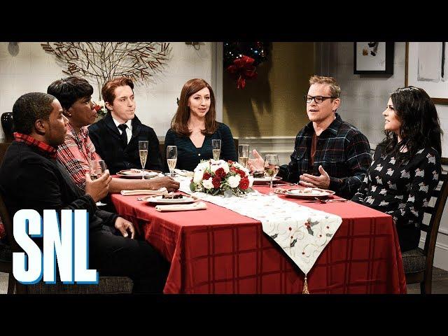 Matt Damon Snl Christmas.Matt Damon Helps Saturday Night Live End 2018 On A Warm And