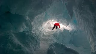 Ice caves of Antarctica: they would be hiding unknown species of plants and animals.
