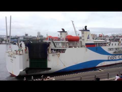 Швартовка парома DBS Cruise Ferry во Владивостоке