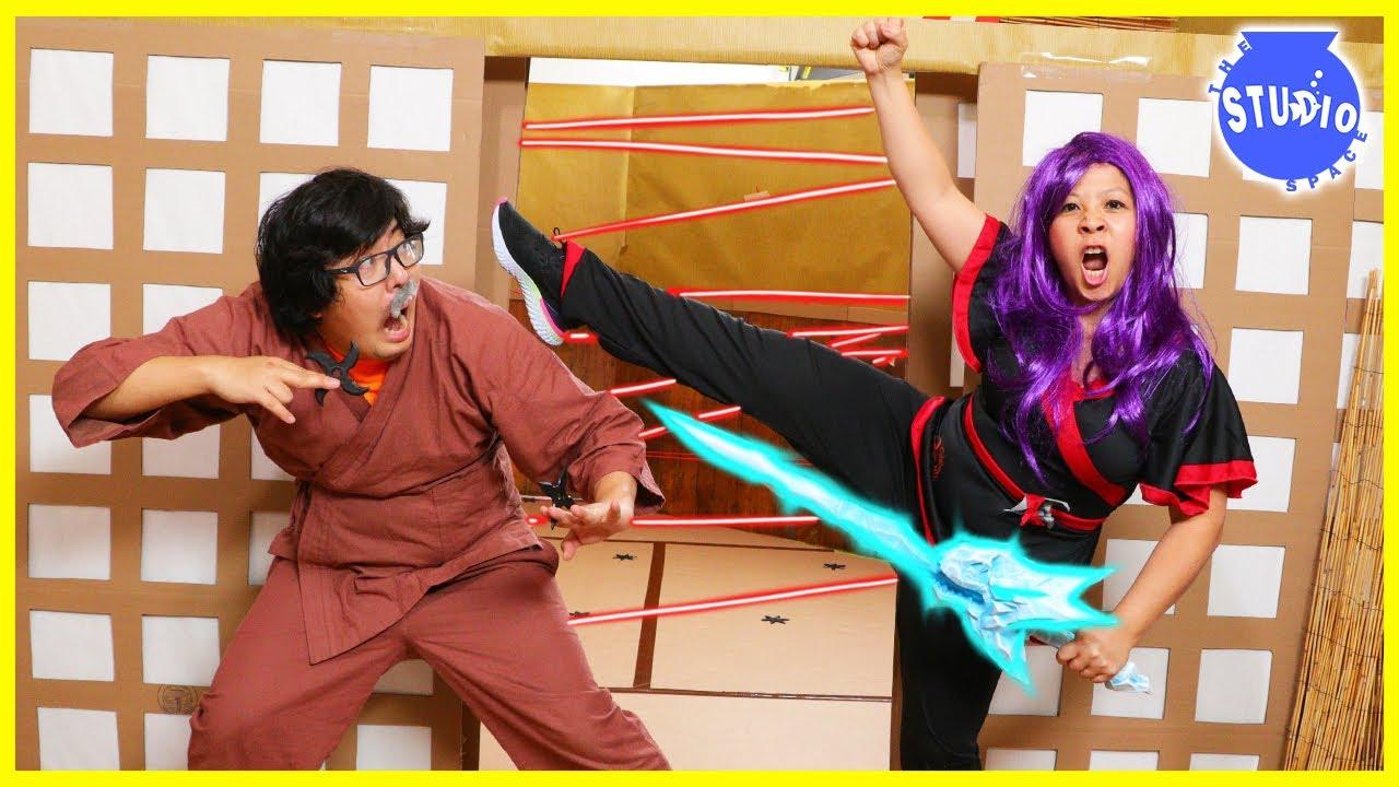 Secret Ninja Spy VS Ryan's Mommy! Escape the Ninja Obby Giant Box Fort