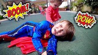 SUPER MARCOS NO PARQUINHO INFANTIL DOS BRINQUEDOS - Batman e Superman