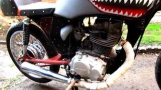 Cool way to start a Honda CG125 Cafe Racer with Nose Art