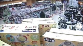 Нагла кражба на детска количка от Хиполенд в Сердика Център