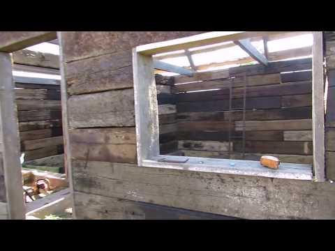 Видео как построить дом из шпал своими руками