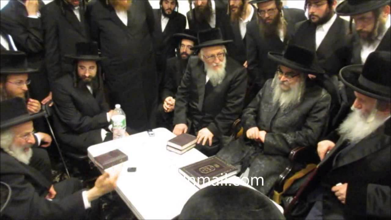 Bobov And Satmar Rebbes @ Nichum Avelim By The Geldzehler Family -Elul 5775