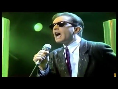Righeira   --   Vamos  A  La   Playa  [[  Official  Live  Video ]]   HD