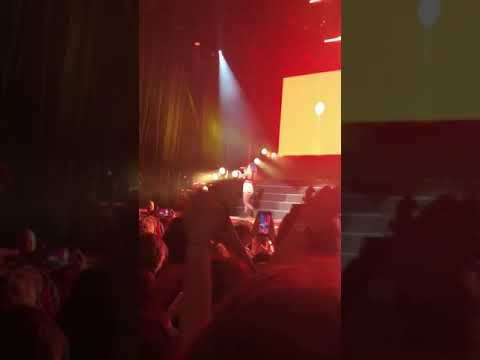 Halsey singing Alone in Rogers, AR ~ 07/20/2018