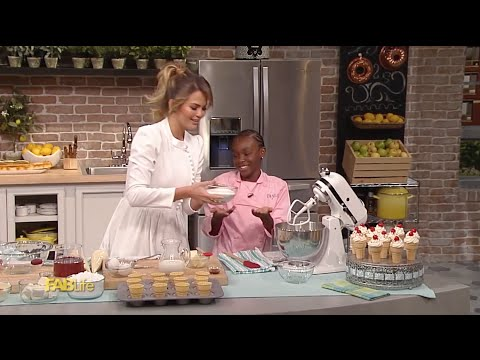 Chrissy Teigen And 9-year-old Baker Taylor Moxey Bake Cupcakes