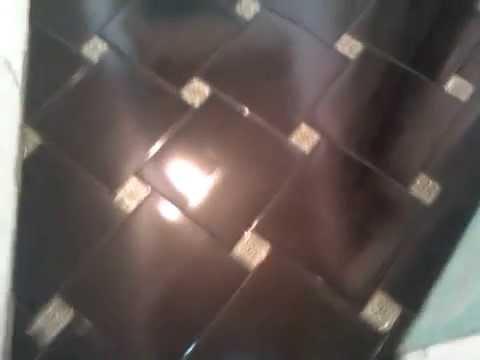 Прихожая-пол плитка по диагонали с декором.