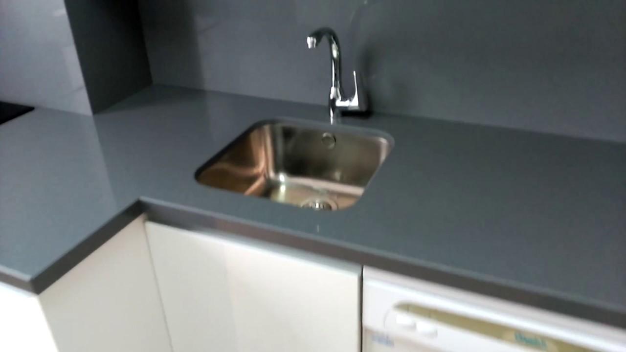 Muebles de cocina blancos tirador efecto gola en - Muebles cocina valladolid ...