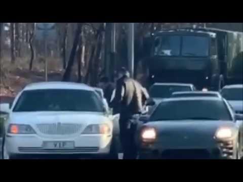 БЕСПРЕДЕЛ ВОДИТЕЛЯ ЗАБИВАЮТ МОЛОТКОМ 🔨Черкассы дорожные войны
